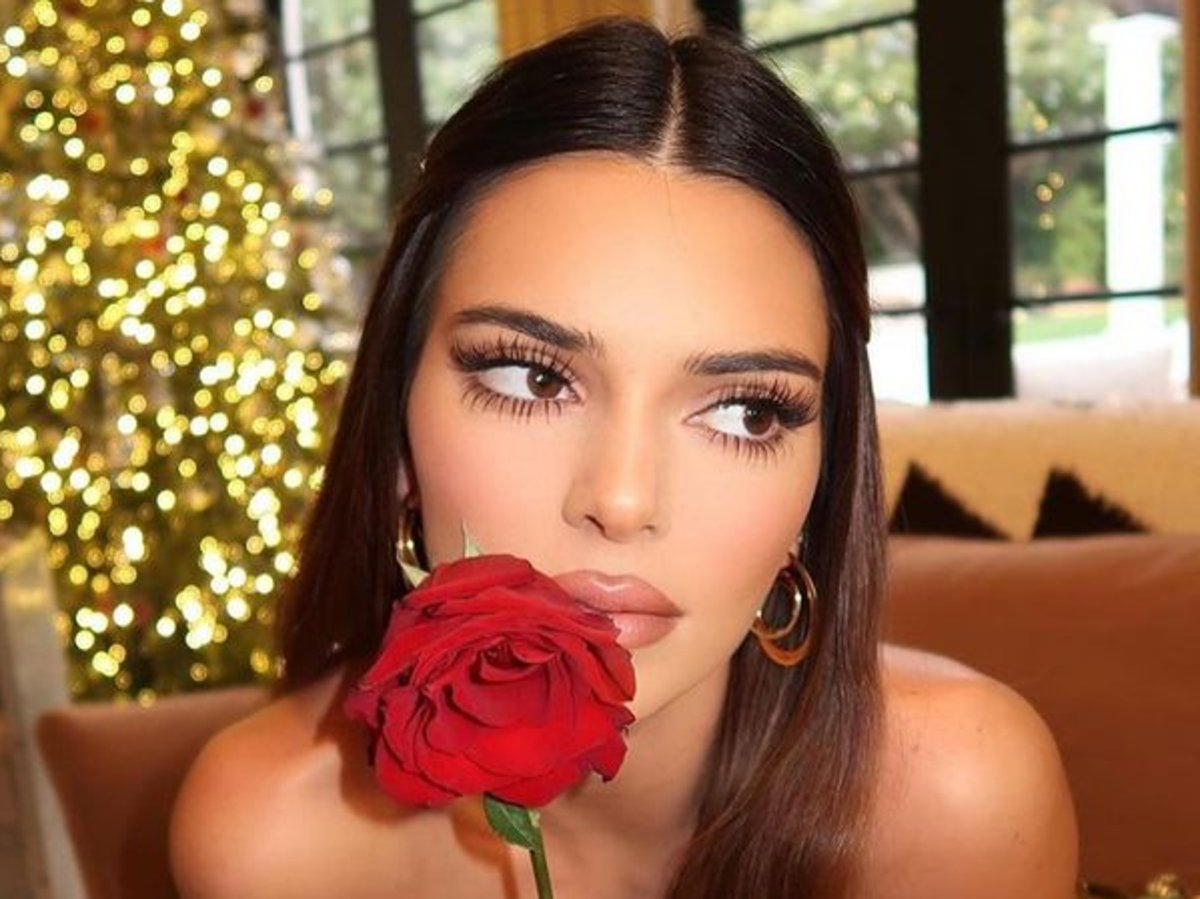Kendall Jenner Sparkles In Gold Alexandre Vauthier Outfit