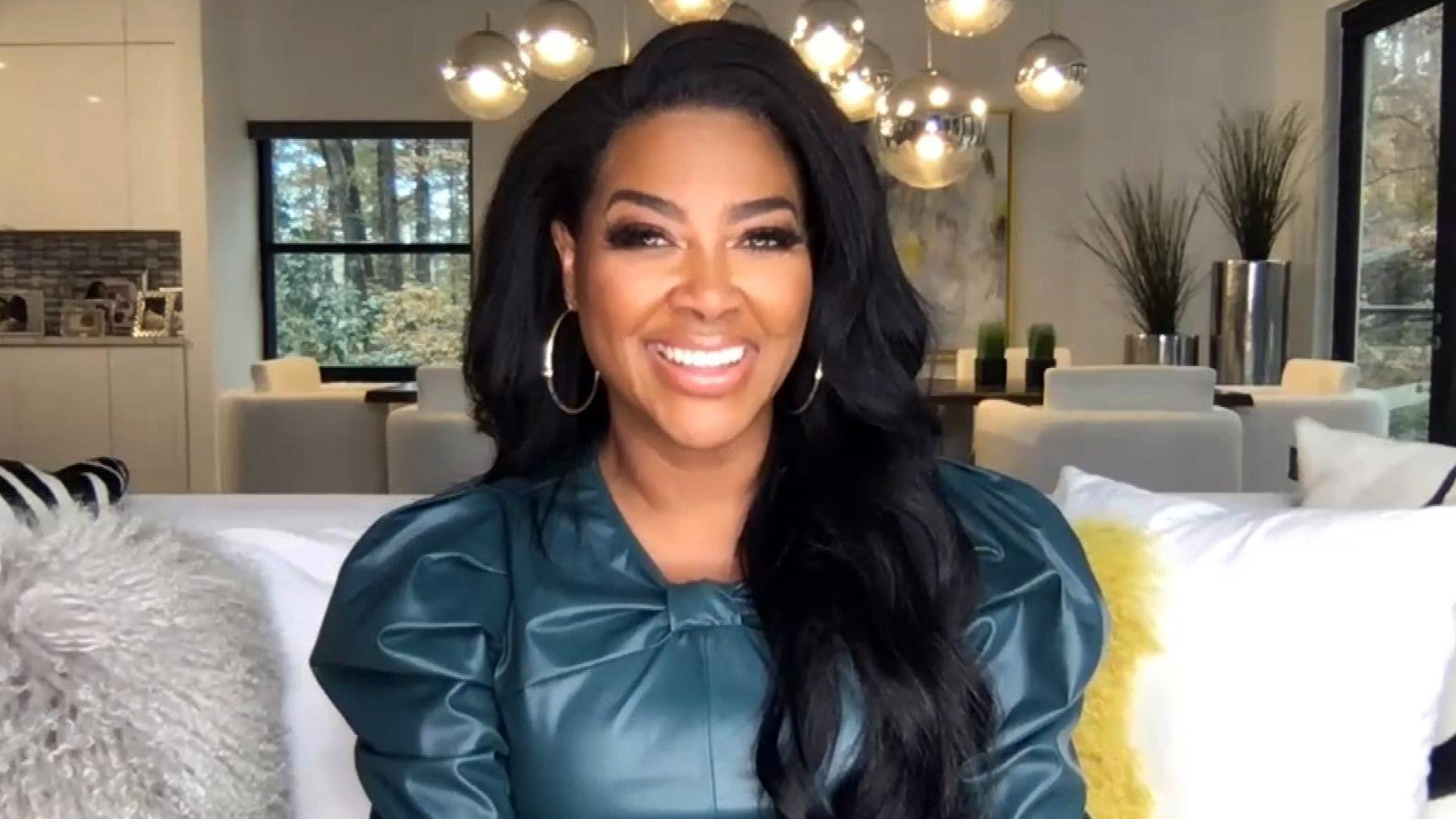 Kenya Moore Talks About Working Out With Her Fans Check Out Her Photo At The Gym