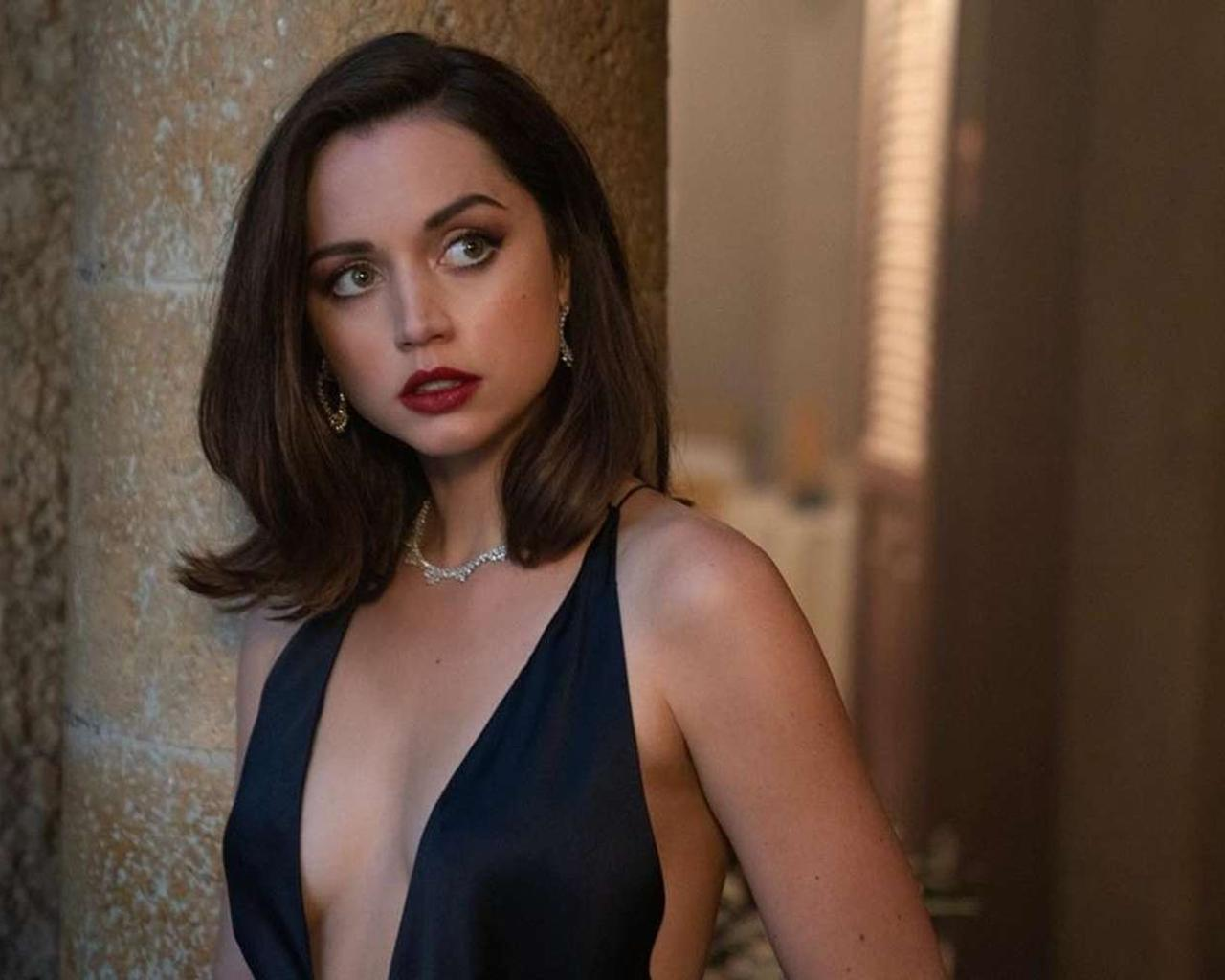 Anna De Armas Should Come to Bond Movie's Premier Alone, Producers Say — Do They Have a Point?