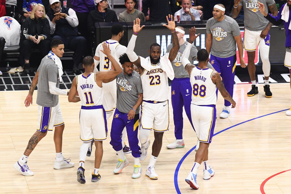 LeBron Fantastic in Return Home, Lakers Defeat Cavs 115-108