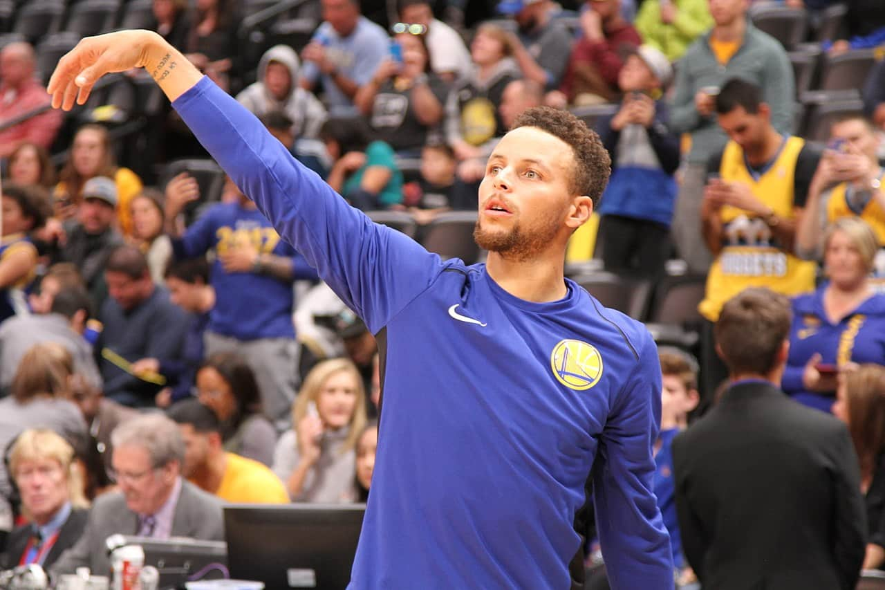 Steph Curry Drops 62 Points, Warriors Defeat the Trail Blazers, 137-122