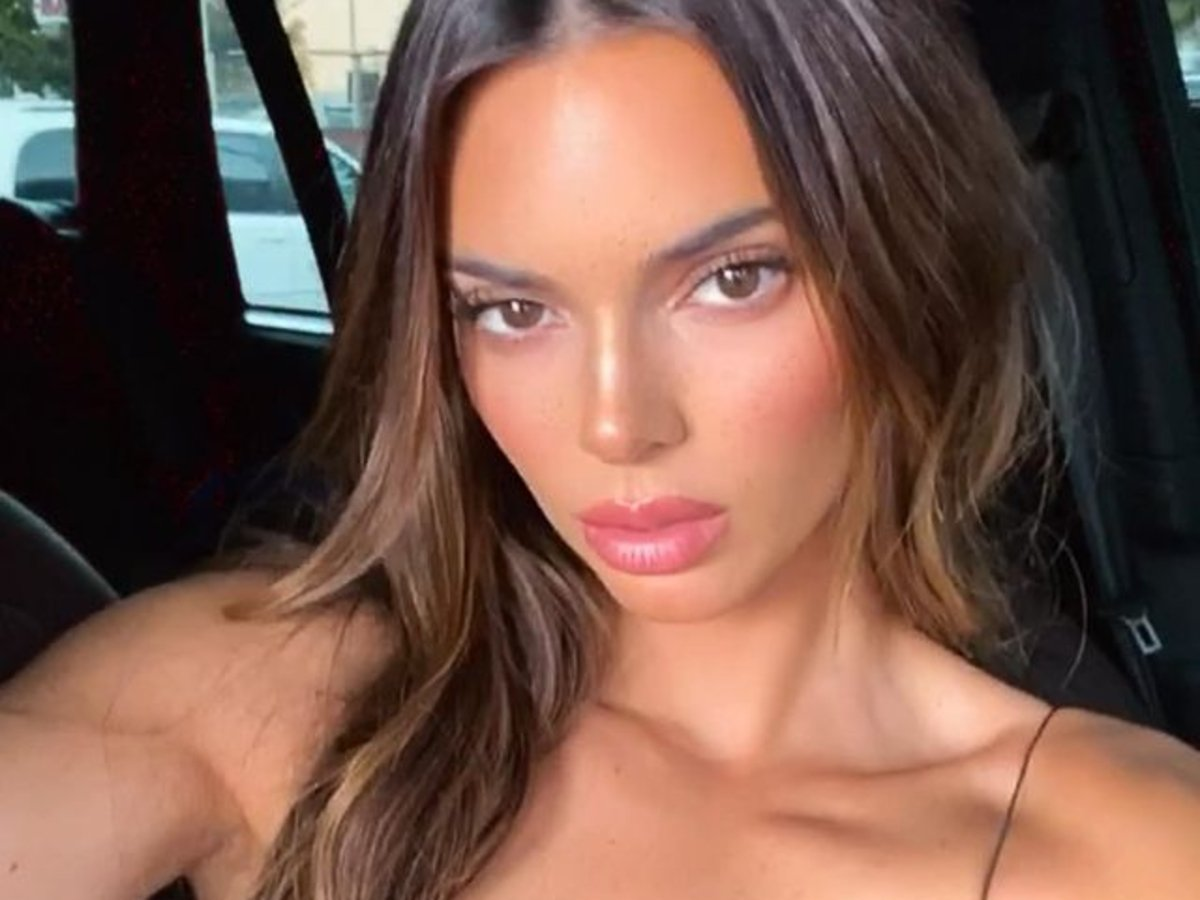 Kendall Jenner Shows Off Her New Hair Extensions In These Photos