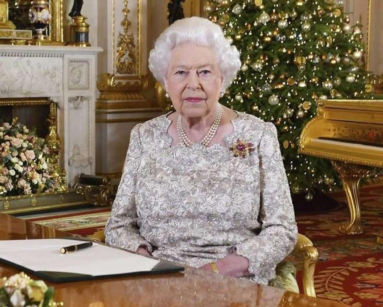Queen Elizabeth II Fumbles Christmas Message With A Gold Piano — Is She Out Of Touch?