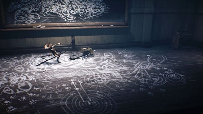 Mono from Little Nightmares II has just swung a lead pipe at a child made of porcelain and smashed its head; it was tied by a rope to the floor and drawing eyes in chalk on the walls and floor.