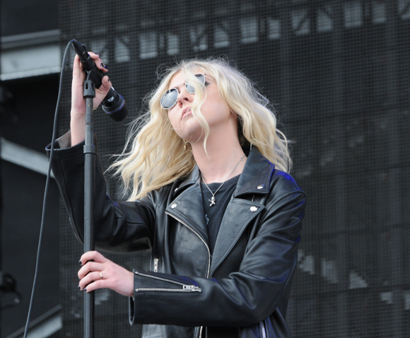 Taylor Momsen with The Pretty Reckless in 2017