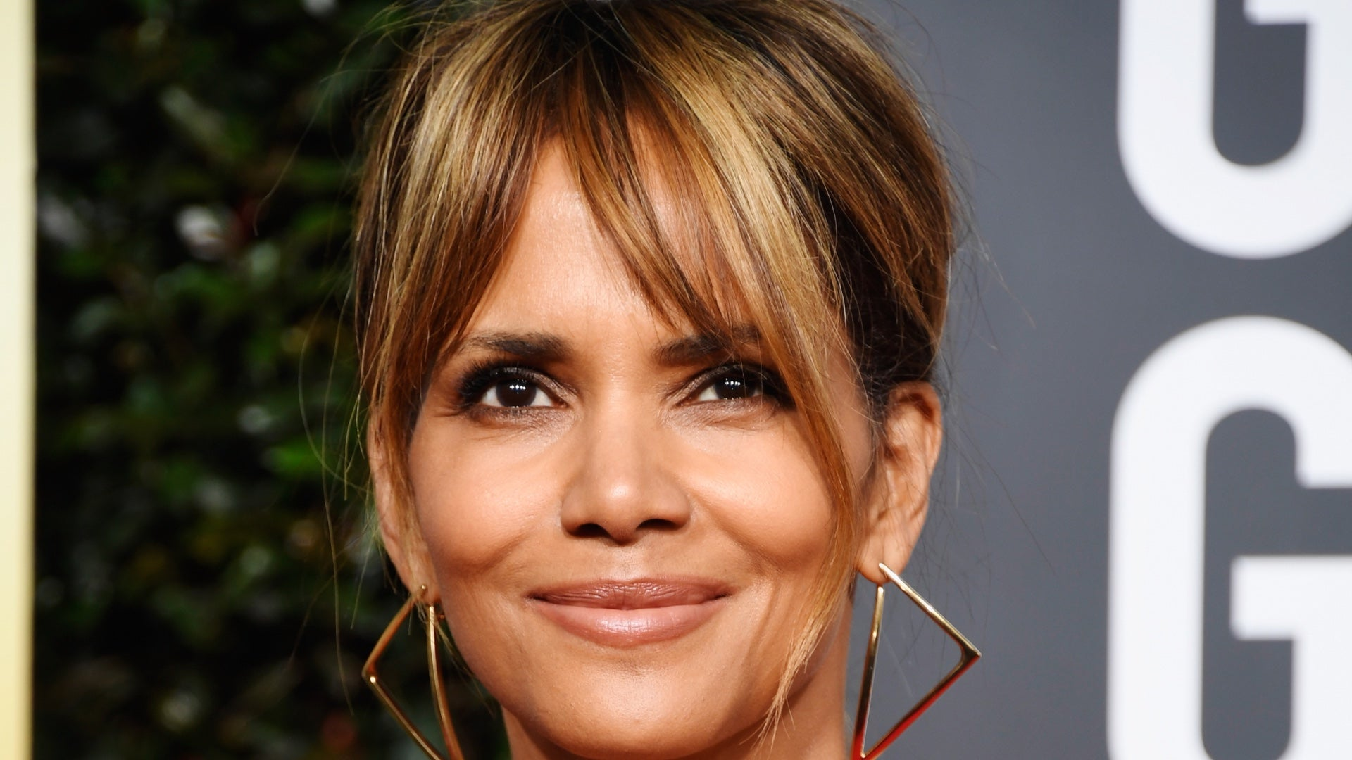 Halle Berry Has Great Response To Hater Saying She 'Can't Keep A Man!'