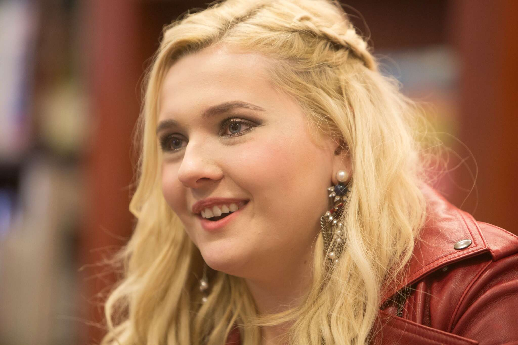 Abigail Breslin Claps Back At 'Disgusting' COVID-19 Comment While Her Father Is Struggling To Survive!