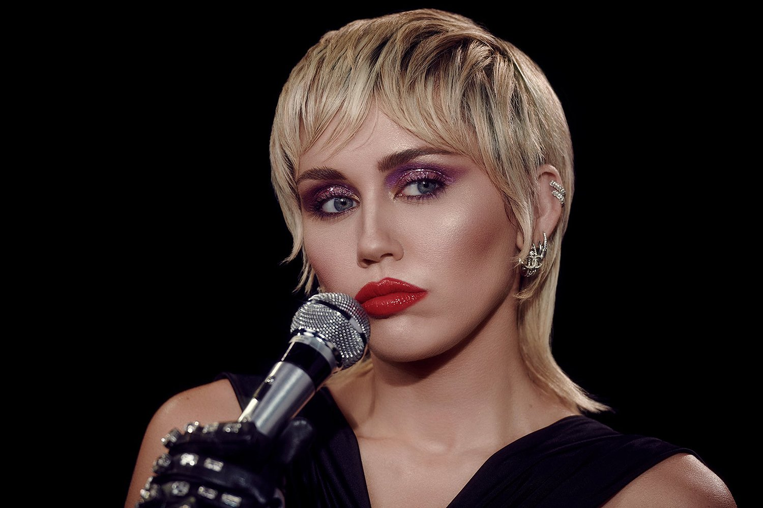 Miley Cyrus Prepared Like A 'Madwoman' For Her Super Bowl Performance – Details!