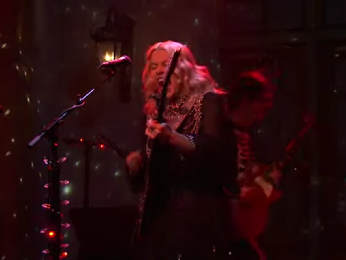 Phoebe Bridgers Falls To The Floor, Screams Wildly, And Smashes Her Guitar On SNL, See The Video