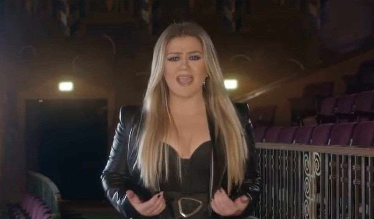 Is Kelly Clarkson Crying Herself To Sleep At Night Amid Divorce Battle?