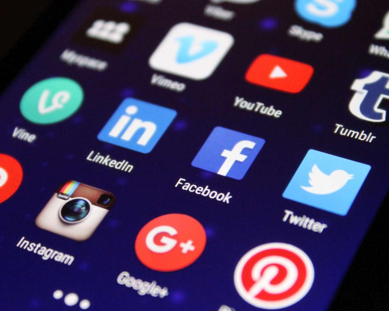 How to Stay Updated About the Latest News Via Social Media