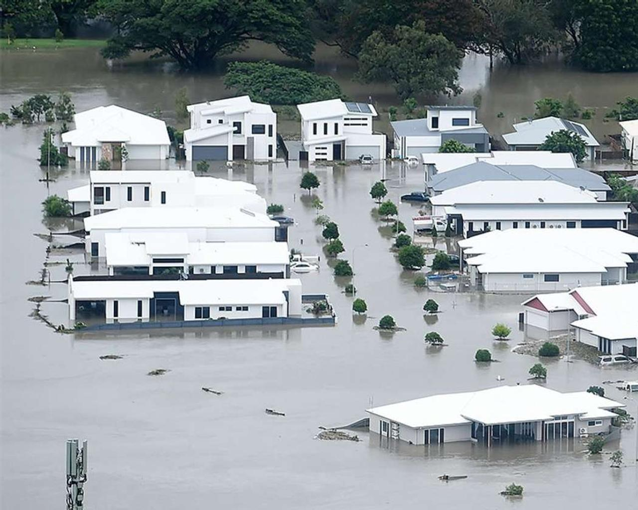 Floods in Australia: Rainfall intensifies as weather systems collide