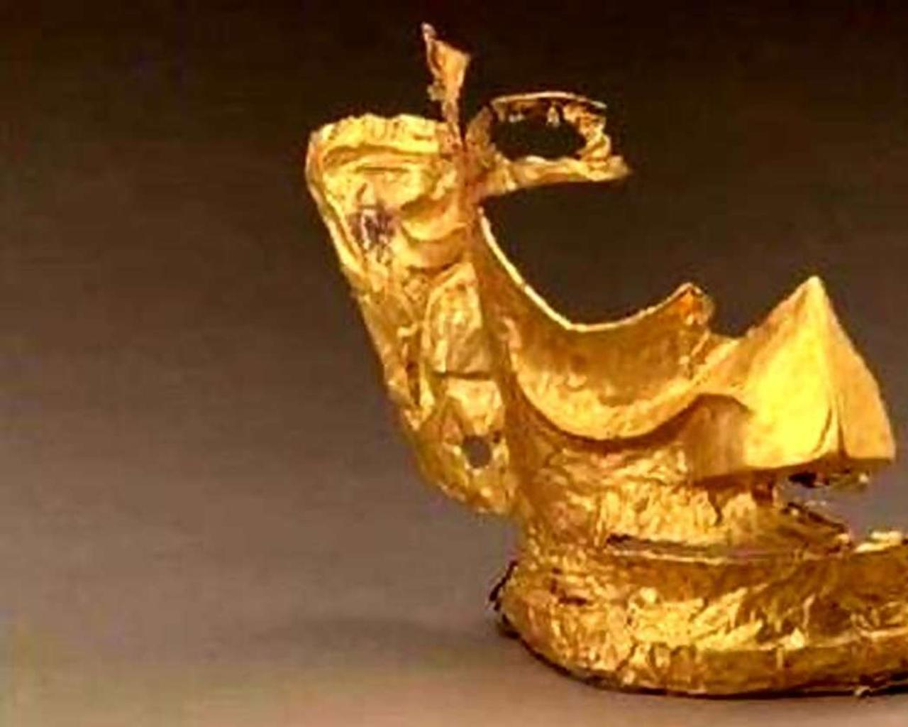 China: A 3,000-year-old gold mask triggers online memes