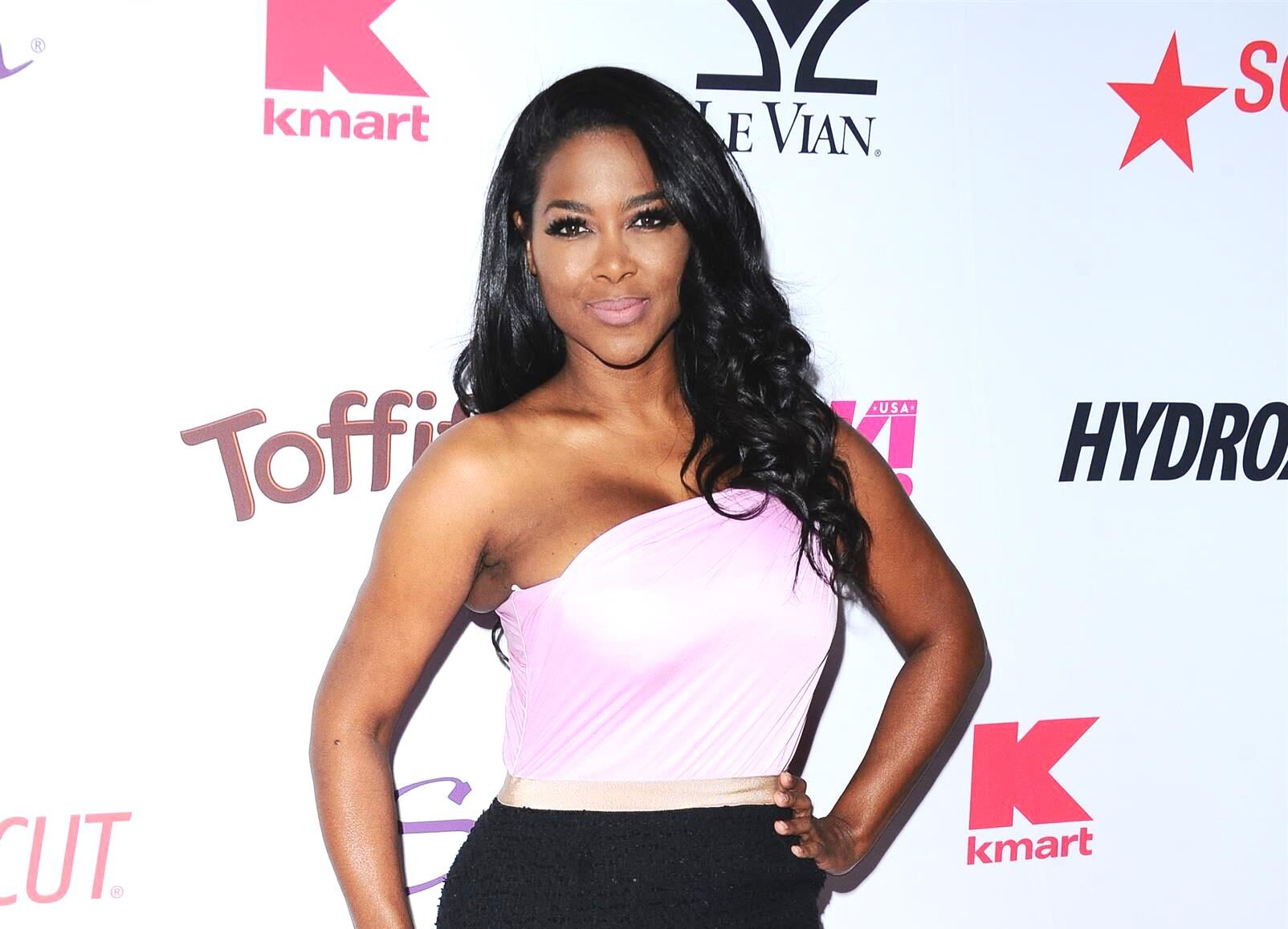 Kenya Moore Shares A Clip About Kenya Moore Hair Which Has Fans In Awe – Check It Out Here