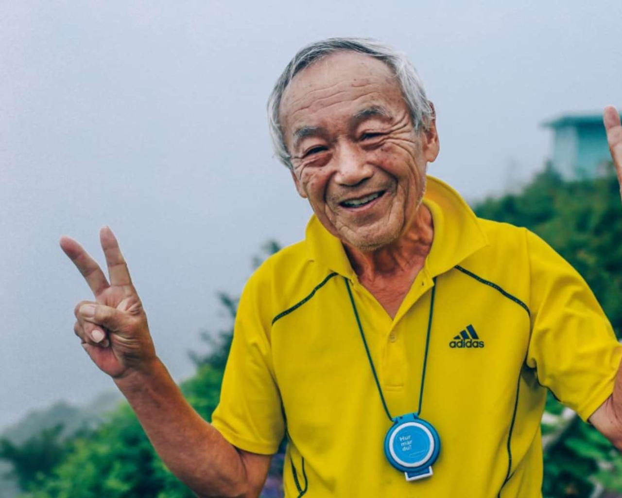 Five habits of living better and longer (healthier lifestyle).