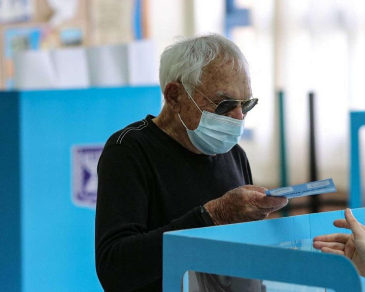 Israel votes in elections that will decide Netanyahu's future.