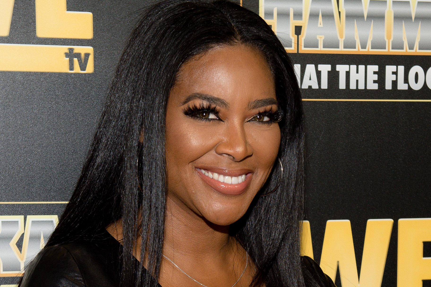 Kenya Moore Loves To Travel In Style – See Her Outfit