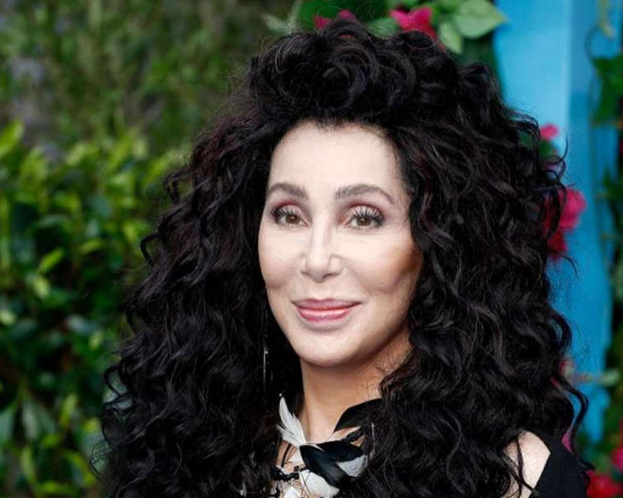 Cher apologized for George Floyd's controversial tweet.