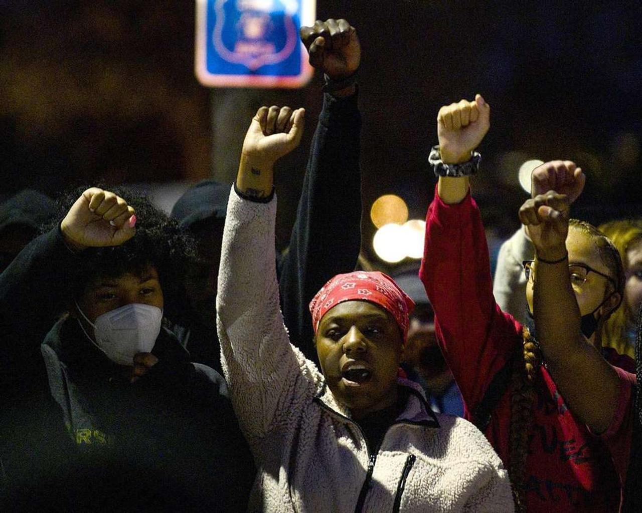 Minnesota police shooting of Daunte Wright sparks protests