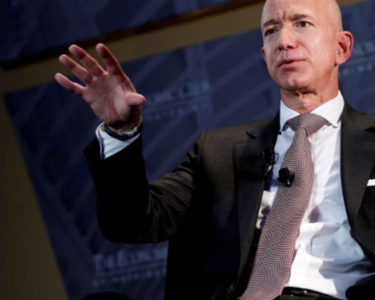 Jeff Bezos, the six words that constitute a great truth that nobody learns and final advice as CEO of Amazon